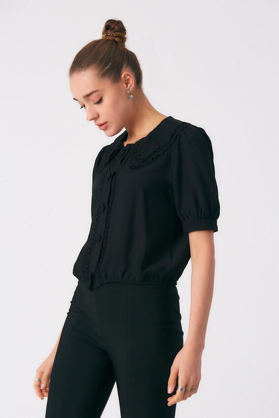 - Robin Düğme Detaylı Yakası İşlemeli Bluz SİYAH